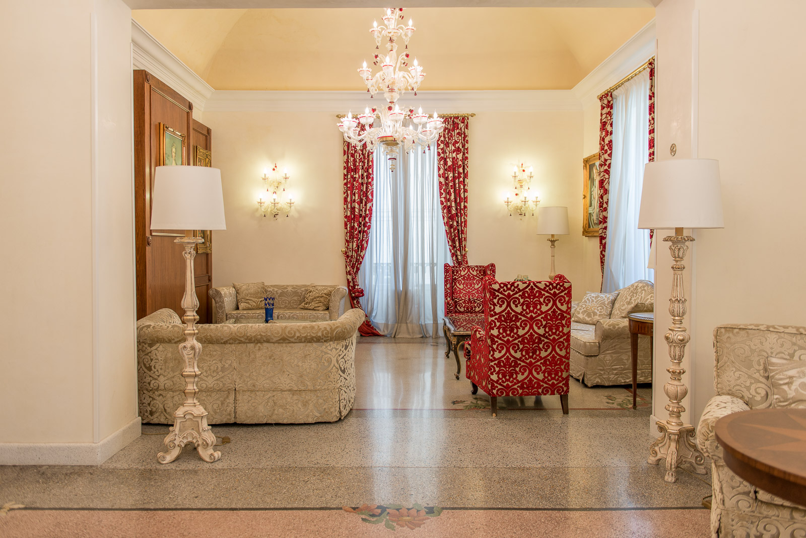https://www.orlandinifrancesco.com/wp/wp-content/uploads/2018/09/Grand-Hotel-Lecce-7.jpg